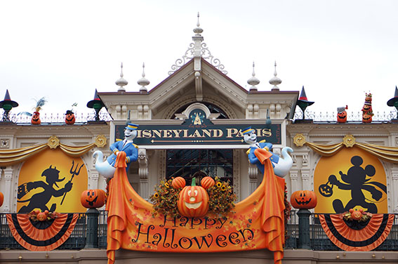 Halloween 2016 Parade BiniBlog LocalBini Travel Tips Events Europe European Destinations Disneyland Paris