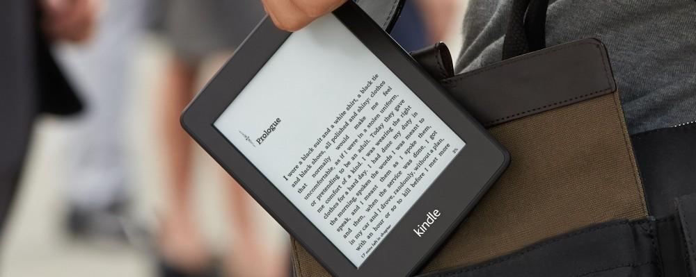 Kindle Ereader Travellers LocalBini BiniBlog Travel Gift Guide Ultimate