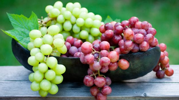 Spain 12 grapes New Year tradition New Year's Eve BiniBlog LocalBini Food Lucky Lifestyle BiniBlog