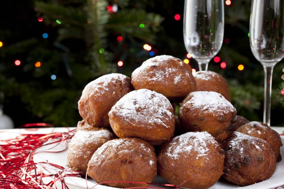 Oliebollen Netherlands Lentils Italy Coin Shape Prosperity Spain 12 grapes New Year tradition New Year's Eve BiniBlog LocalBini Food Lucky Lifestyle BiniBlog