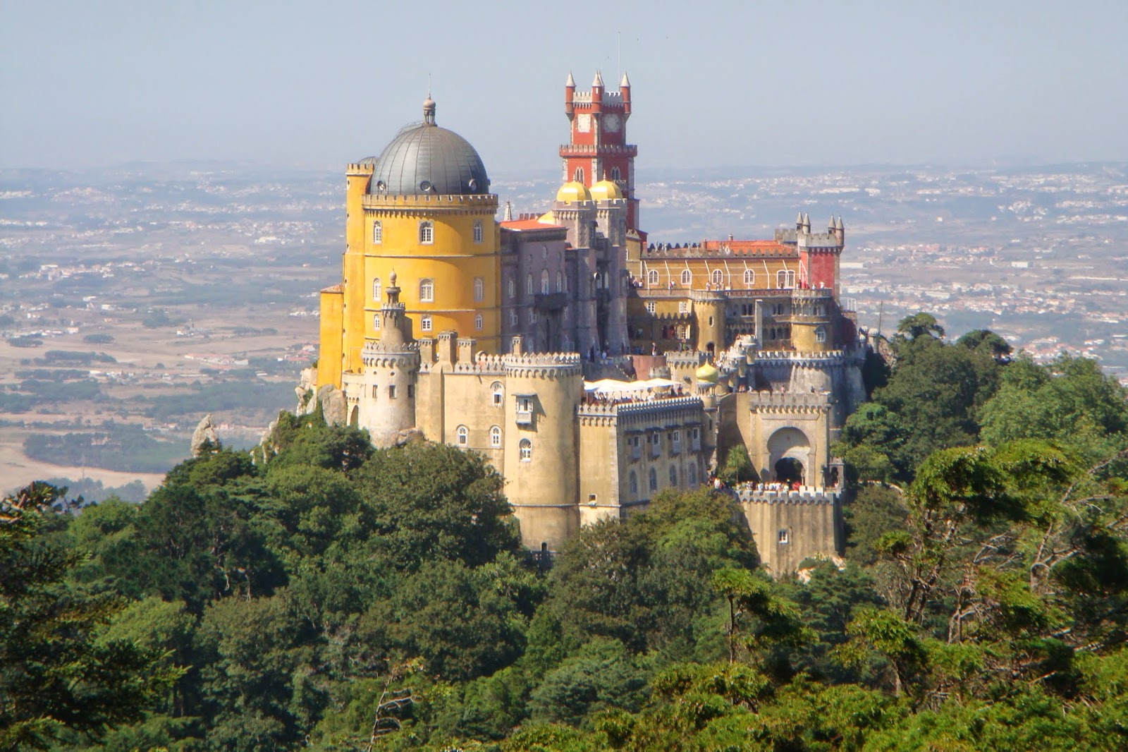 LocalBini BiniBlog Travel Alternative Unique Experience Portugal Lisbon Lifestyle Local Authentic Pena Palace Romantic Architecture History Sintra