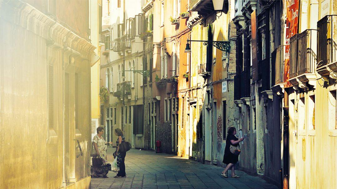 Alley Paris Street BiniBlog Greek Expat Travel France