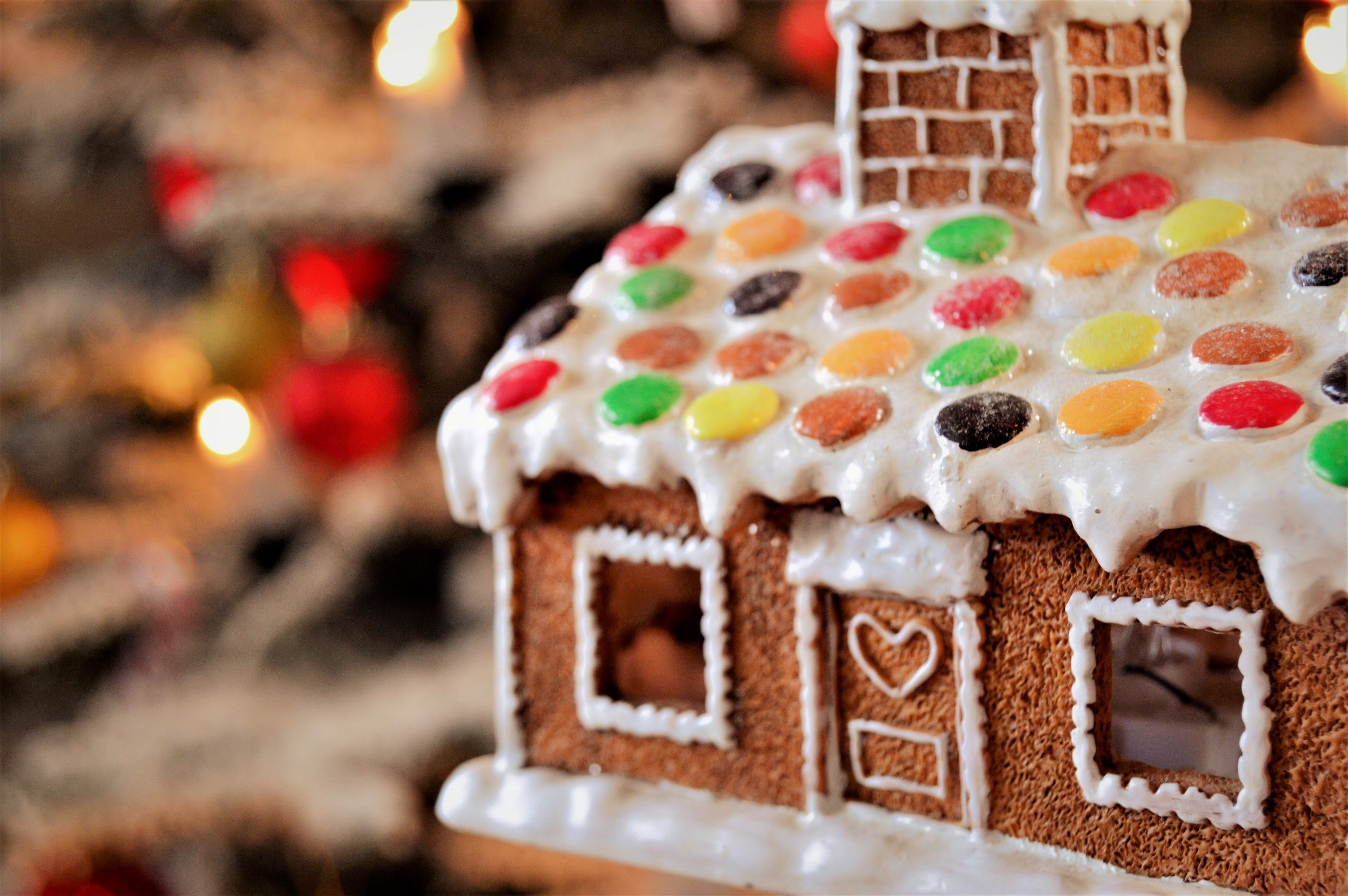 DIY Christmas Decorations Advent Calendar Festive Holiday Home Decoration Crafts gingerbread house baking crafts icing sugar