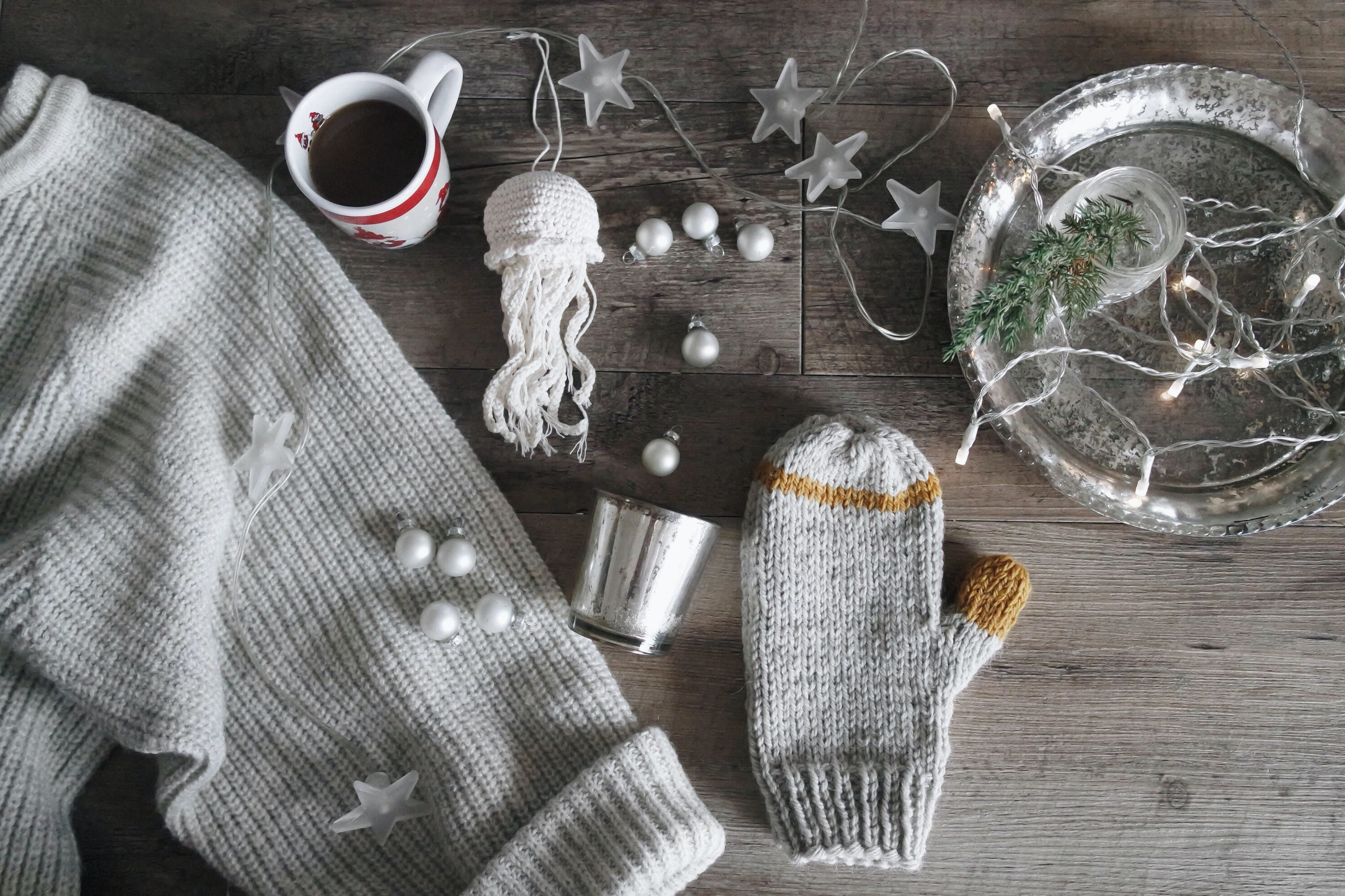 handmade, DIY, gift, ideas, christmas, holidays, travel, authentic local, unique, localbini, biniblog, experience, tour, blog, knitting, crafts, dyi, isolation, bored, winter, family, presents, seasonal, knit, crochet, gloves, white, grey, stars, jumpers