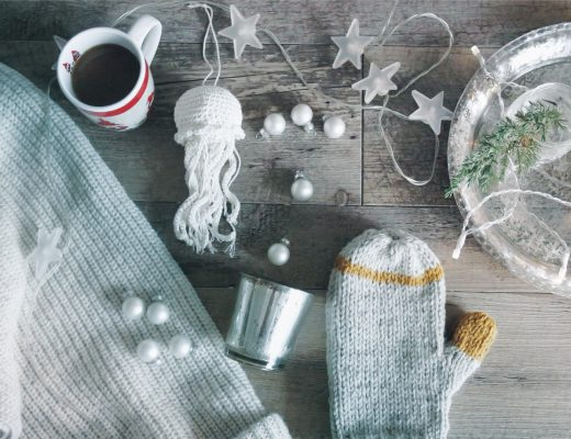 DIY, gift, ideas, christmas, holidays, travel, authentic local, unique, localbini, biniblog, experience, tour, blog, knitting, crafts, dyi, isolation, bored, winter, family, presents, seasonal, knit, crochet, gloves, white, grey, stars, jumpers