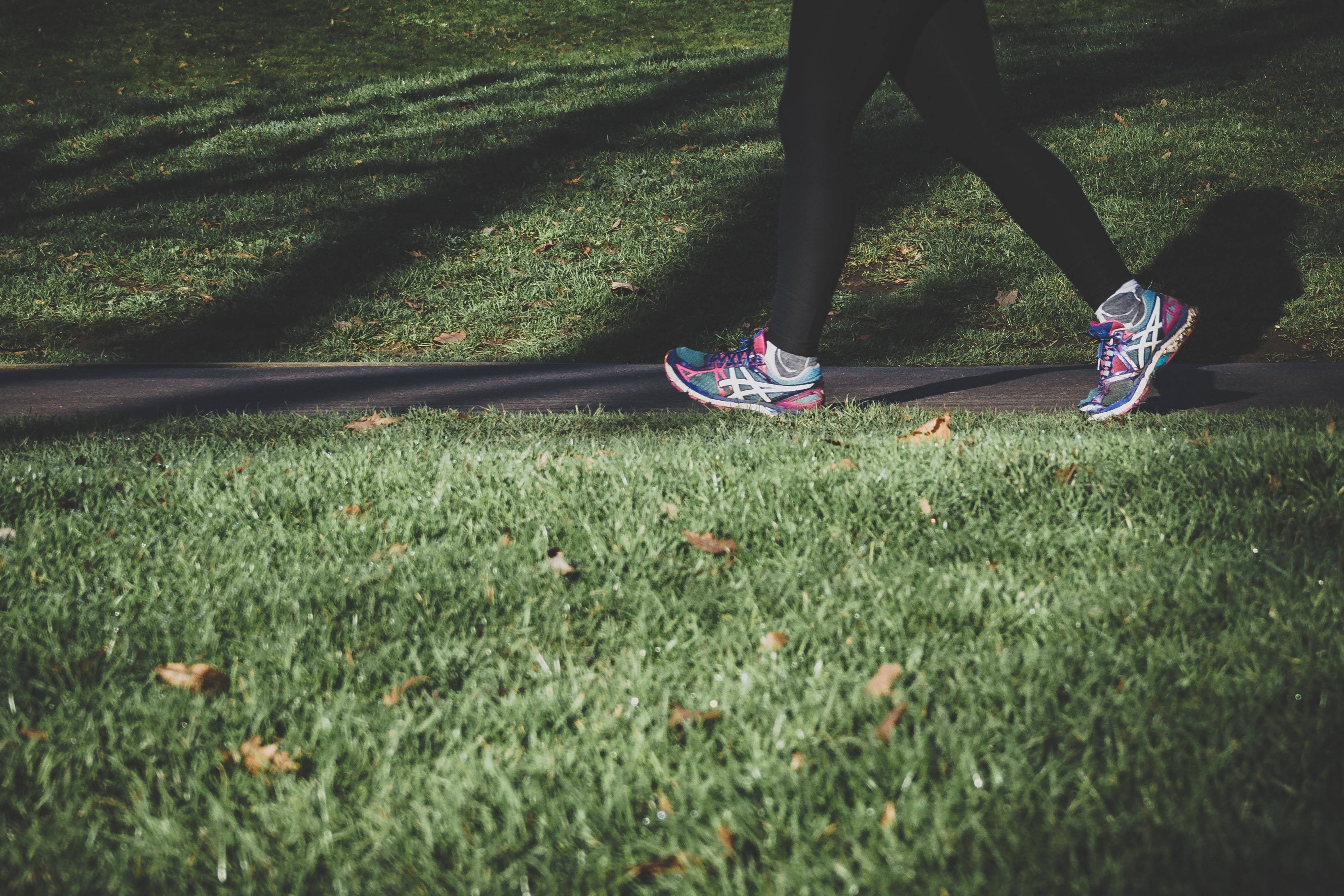 new year resolution daily walk routine healthy habits trainers legs shoes grass walking localbini biniblog lifestyle tips