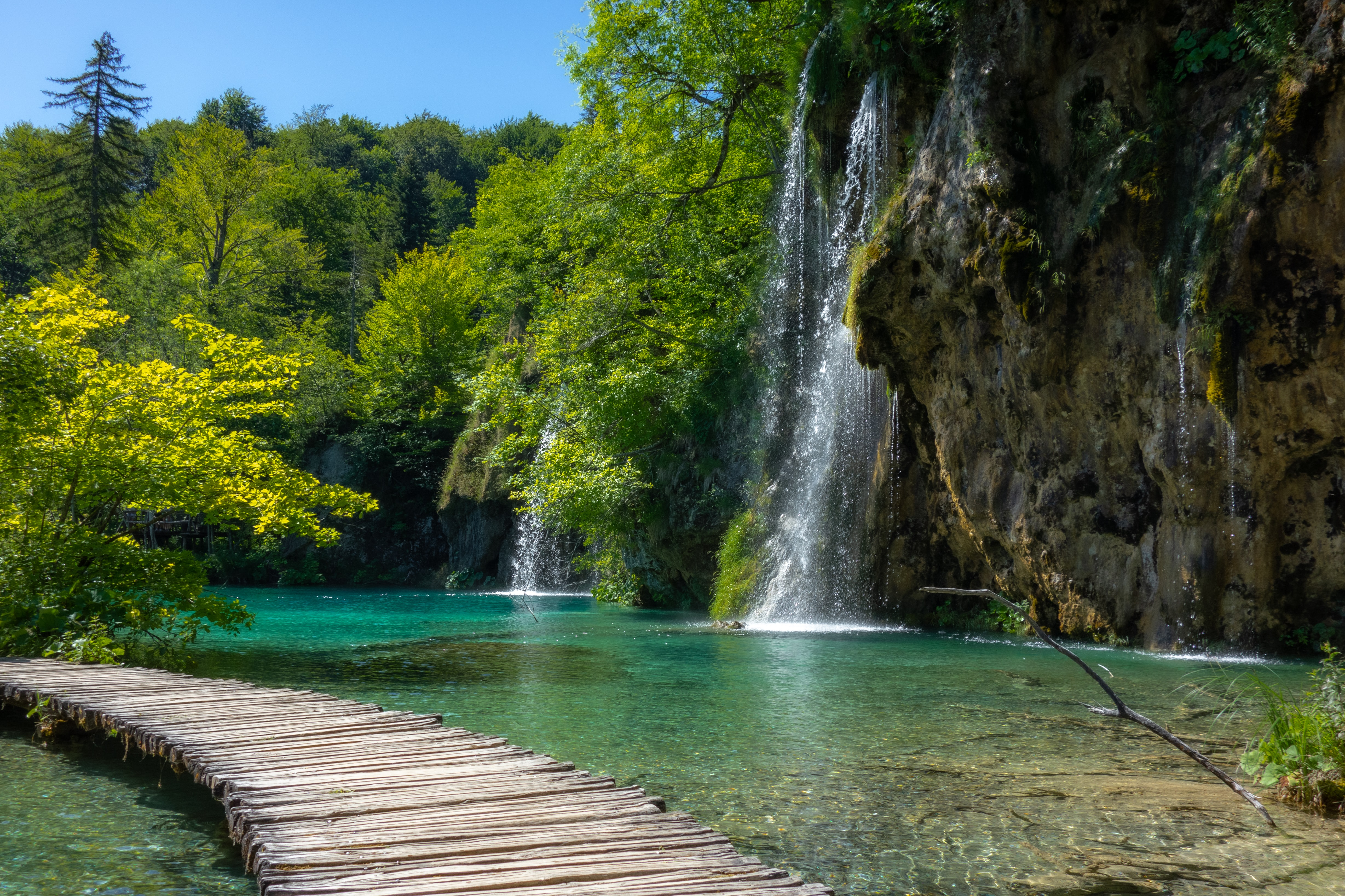 europe, hiking, travel, tips, localbini, biniblog, adventure, experience, local, authentic, mountains, scenery, croatia, national park. lakes, waterfall