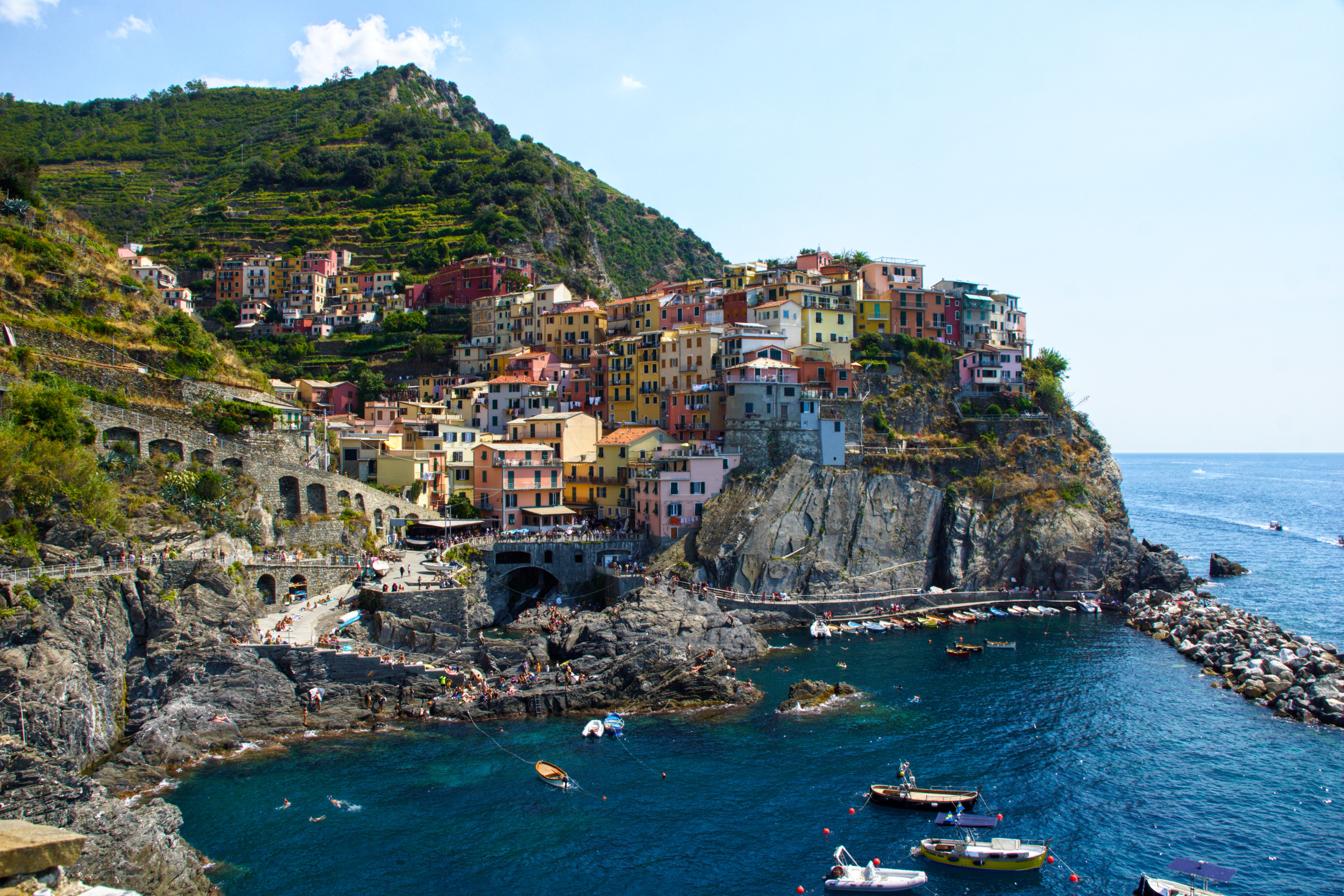 europe, hiking, travel, tips, localbini, biniblog, adventure, experience, local, authentic, mountains, scenery, hiking, italy, cinque terre, mountain, cliffs