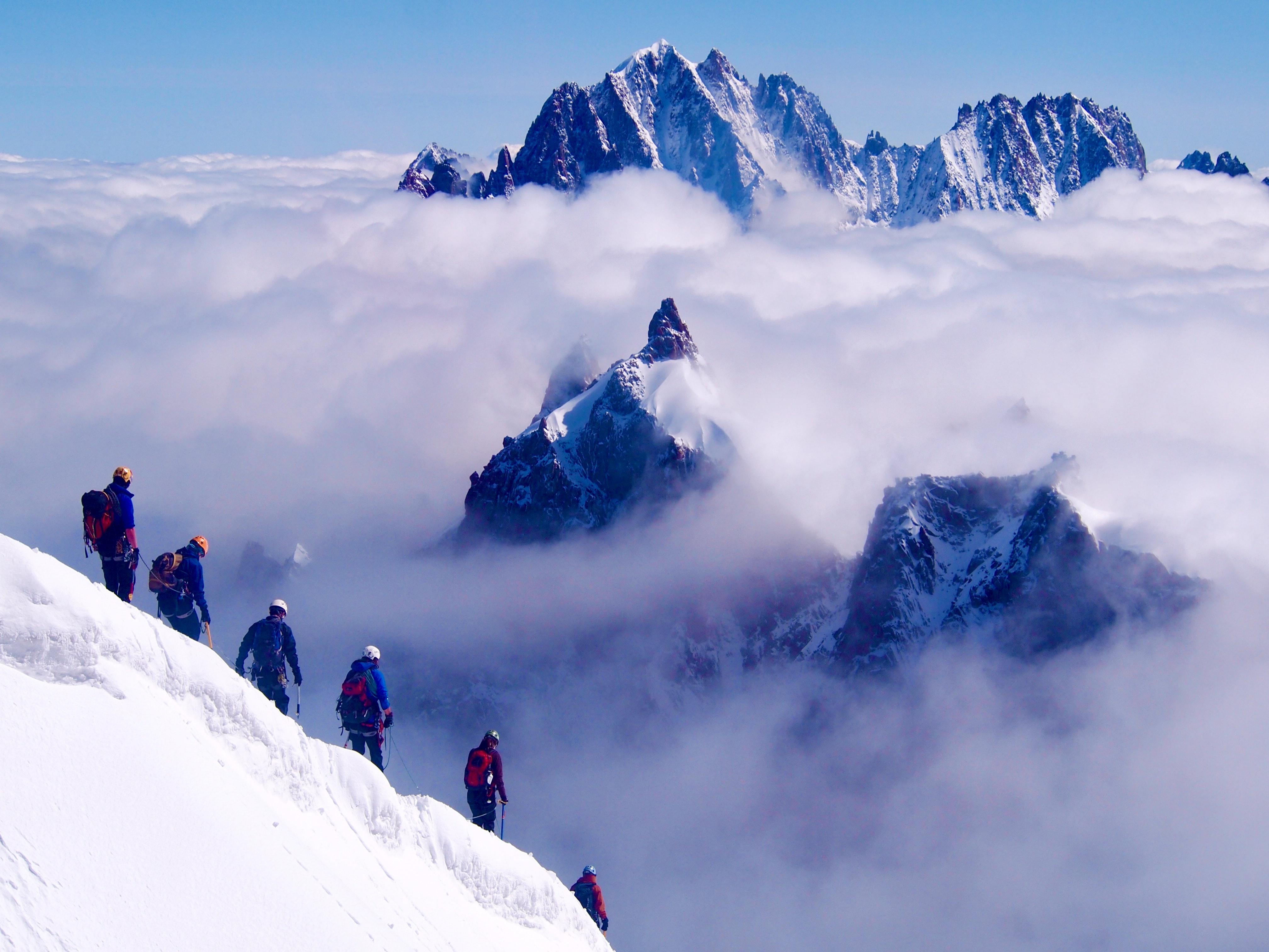 europe, hiking, travel, tips, localbini, biniblog, adventure, experience, local, authentic, mountains, scenery, mont blanc, switzerland, snow, mountain, peak